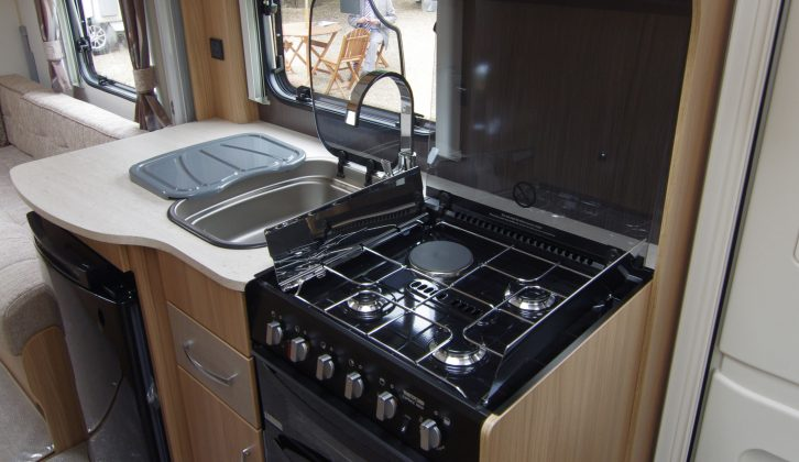The kitchen has three gas rings and an electric hob and a full oven/grill